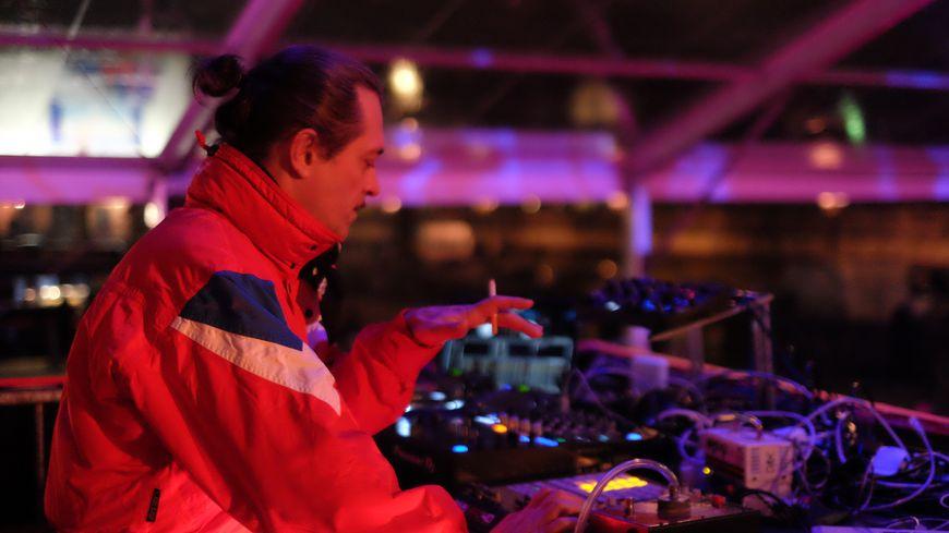 DJ Dax Riders mixe au bal populaire de la Concorde