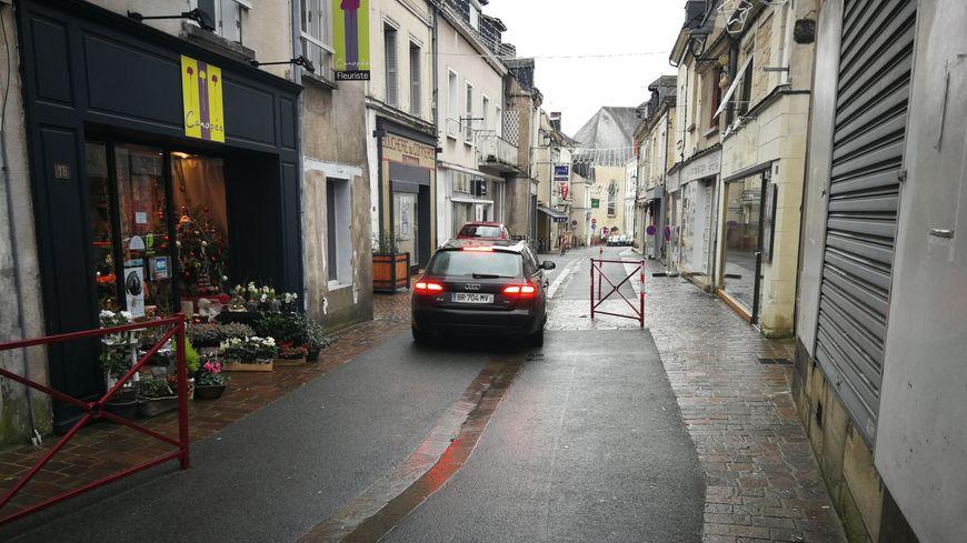Avec les barrières installées par la mairie, il est désormais difficile de dépasser les 20km/h daéns le centre de Bourgueil.