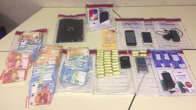 600 grammes de cocaïne ont été saisis, ainsi que du numéraire et des téléphones portables