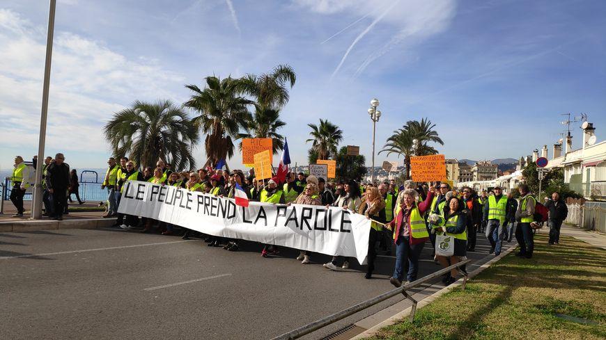 Des gilets jaunes mobilisés sur la Promenade des Anglais à Nice