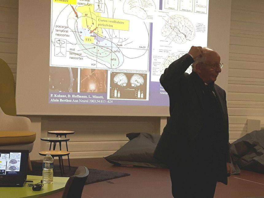 Alain Berthoz lors d'une conférence à Laval le 27 novembre 2018