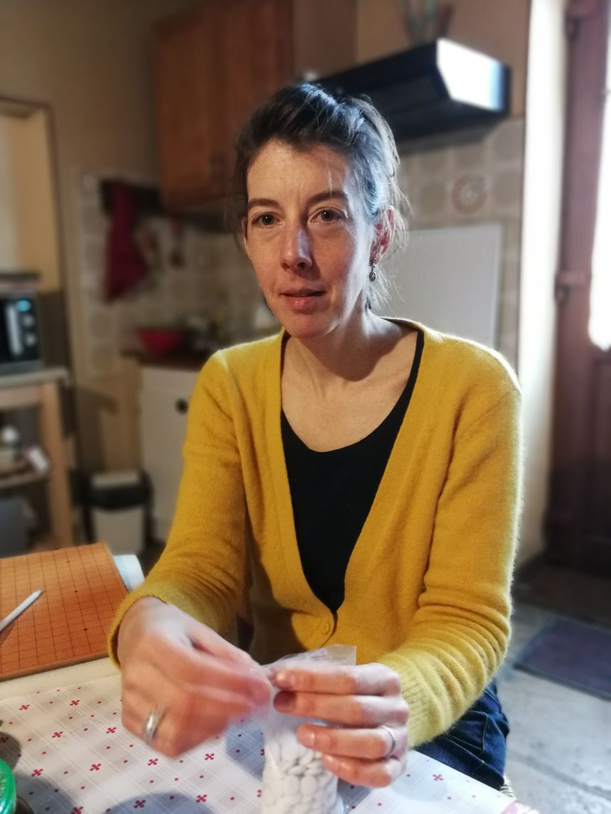 Marie-Aude, mère de famille de 4 enfants, et son mari se logent dans un gîte de la commune...