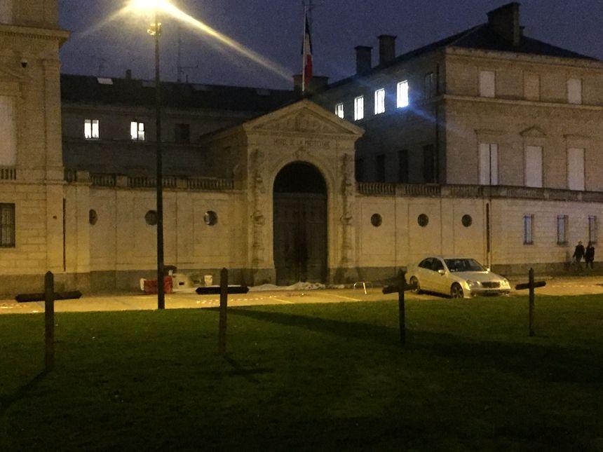 La préfecture du Calvados après les manifestations des gilets jaunes