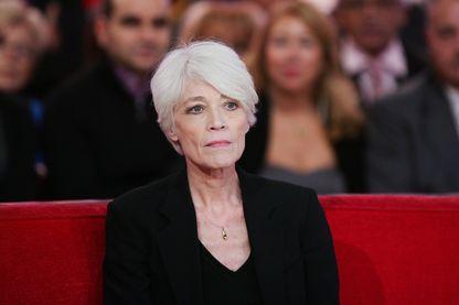 """Francoise Hardy sur le plateau de l'émission """"Vivement Dimanche"""" le 30 octobre 2012, à Paris (France)."""