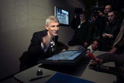 Le dessinateur belge Bernard Yslaire, au musée du Louvre à Paris, pour une exposition dédiée à son oeuvre, le 21 janvier 2009
