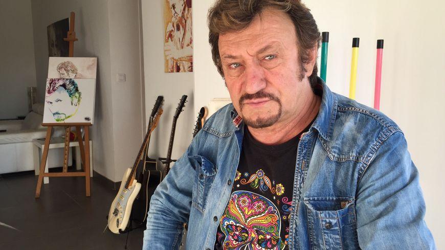 Richie, sosie officiel de Johnny Hallyday s'est rendu pour la première fois à Saint Barthes sur la tombe de son idole