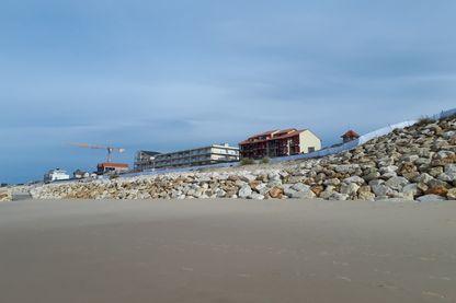 Le mur de protection Lacanau Océan a été restauré après les tempêtes de 2013-2014