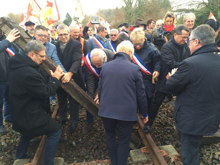 SNCF Réseau jutifie la pose de ses traverses par des raisons de sécurité