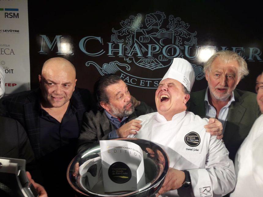 Des mots de son organisateur Michel Chapoutier (2e en partant de la gauche) le mondial du pâté-croûte c'est avant tout une affaire d'amitié