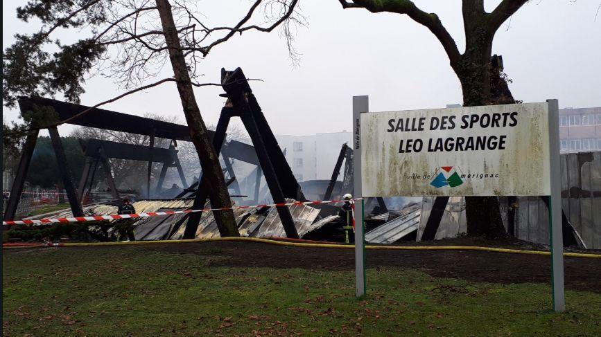 Le gymnase Léo Lagrande réduit à un amas de cendres à Mérignac