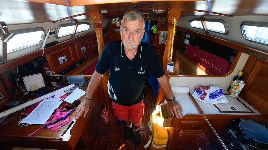 Jean-Luc Van Den Heede, à bord de son bateau où il fête Noël cette année