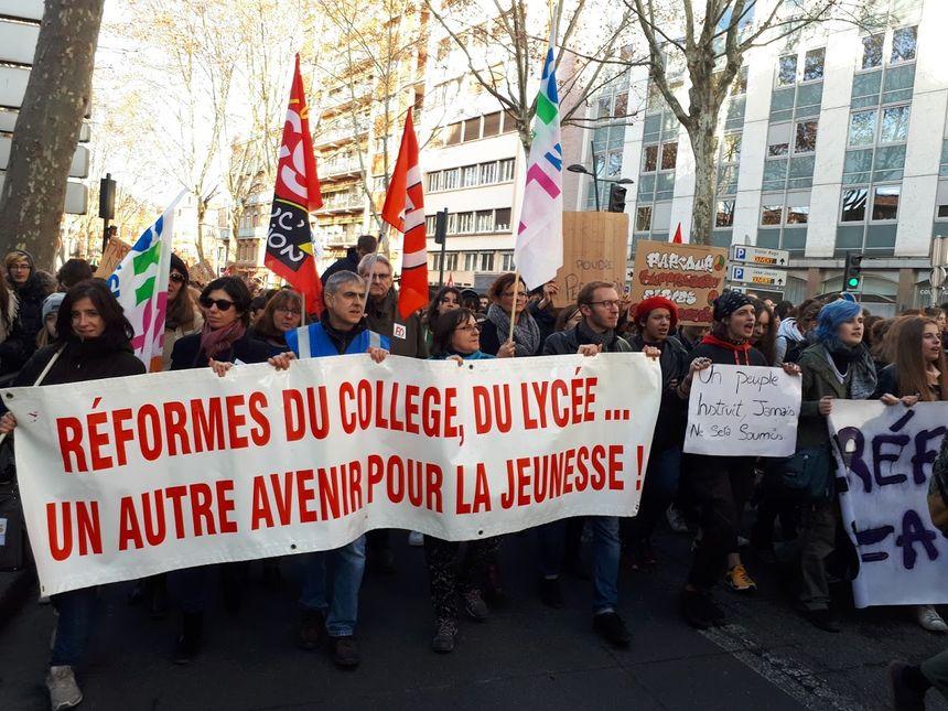 Les enseignants au côté de leurs élèves dans la manifestation de Toulouse
