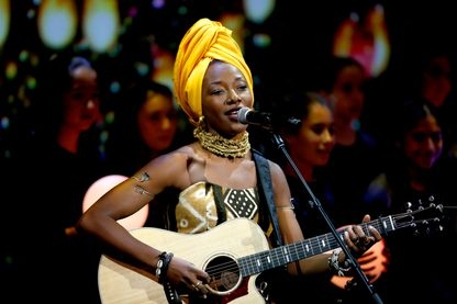 Fatoumata Diawara, chanteuse et musicienne franco-malienne, lors d'un concert organsiné par l'ONU, au Lincoln Center for the Performing Arts (25 septembre 2018, New York City)