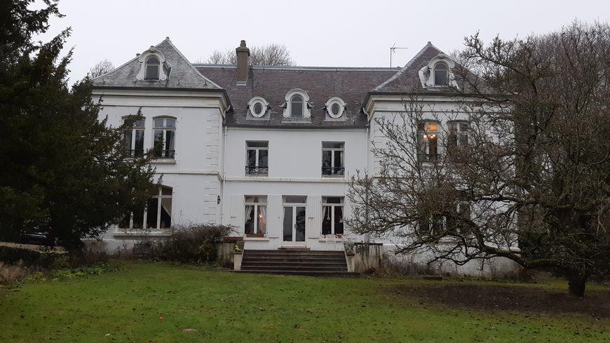 Dans cette maison familiale, où vécu John Whitley, de gros travaux de plomberie, électricité et fenêtres sont à prévoir.