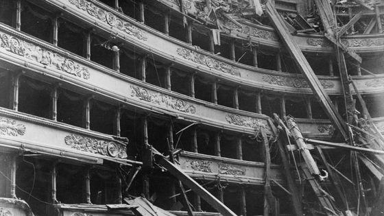 L'intérieur de la Scala, partiellement détruite en 1943 après des bombardements liés à la Seconde Guerre mondiale