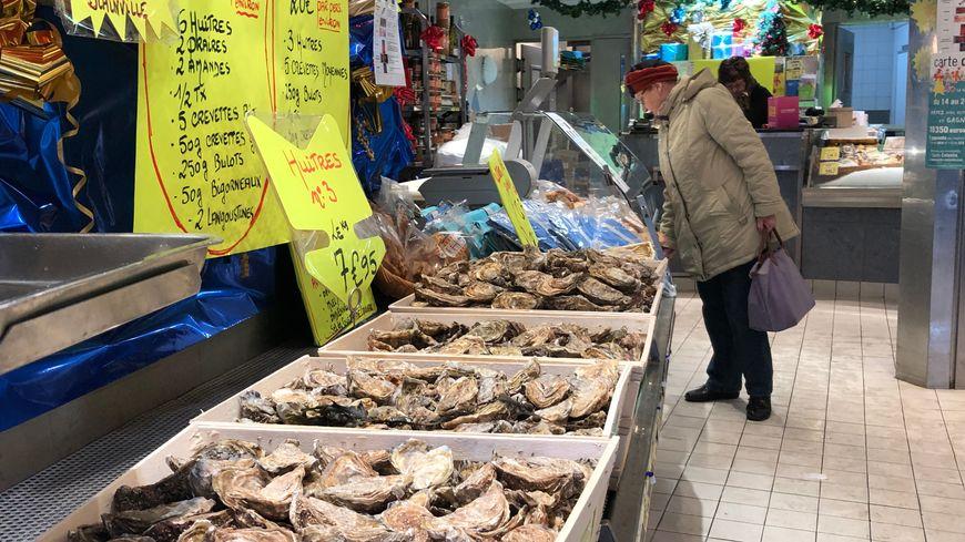Huîtres, langoustes, coquilles Saint-Jacques... Leurs prix augmentent à l'approche de Noël.