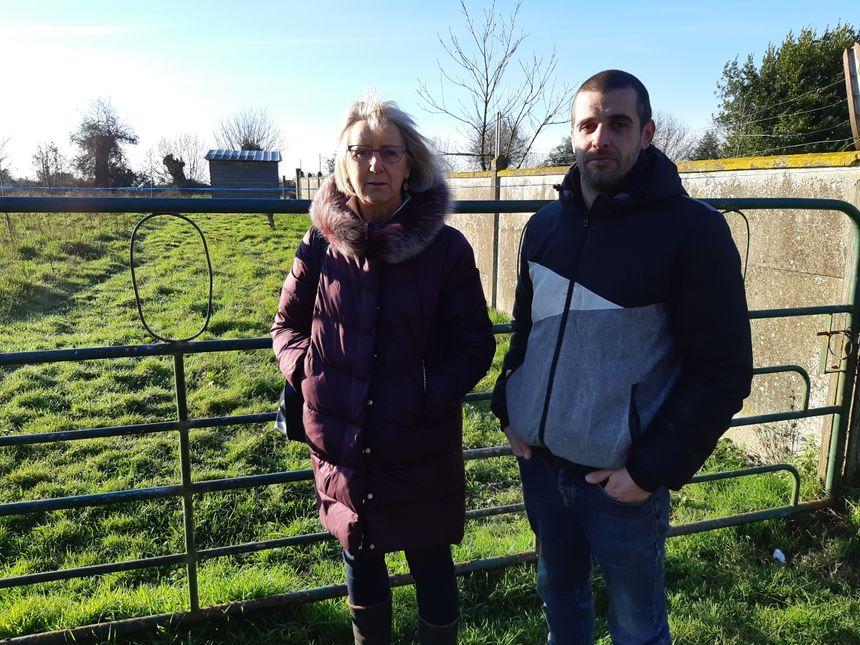Véronique et son fils Arnaud, le propriétaire d'Ineka le lama