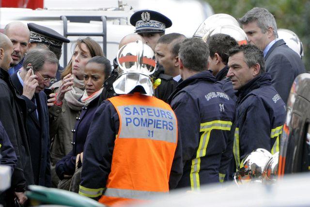 Opérations de police en présence du ministre de l'Intérieur Claude Guéant autour de l'appartement de Merah à Toulouse en  2012
