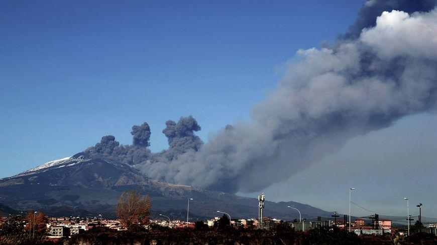 L'Etna est entré en éruption ce lundi 24 décembre au matin.