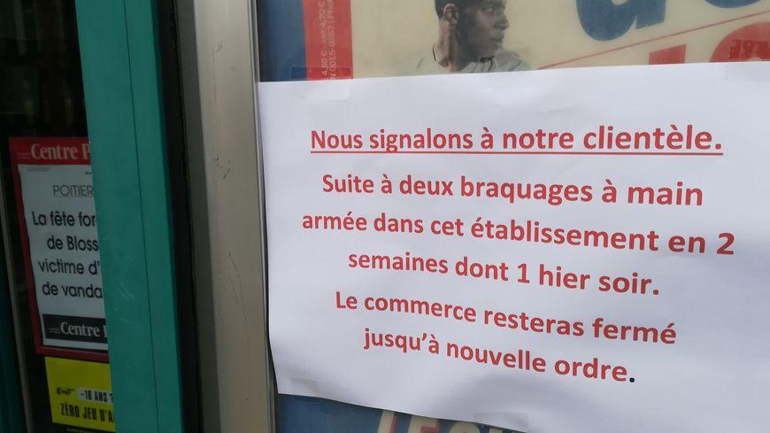 Voilà le message que l'on peut lire sur la vitrine du tabac presse de Véronique Lachaume