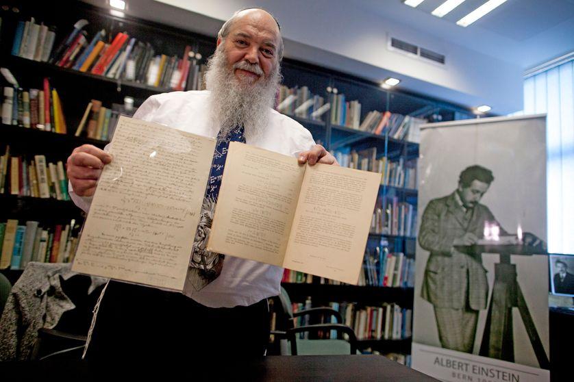 Roni Gross dirige les archives d'Albert Einstein conservées à l'université hébraïque de Jérusalem. Photo de février 2016