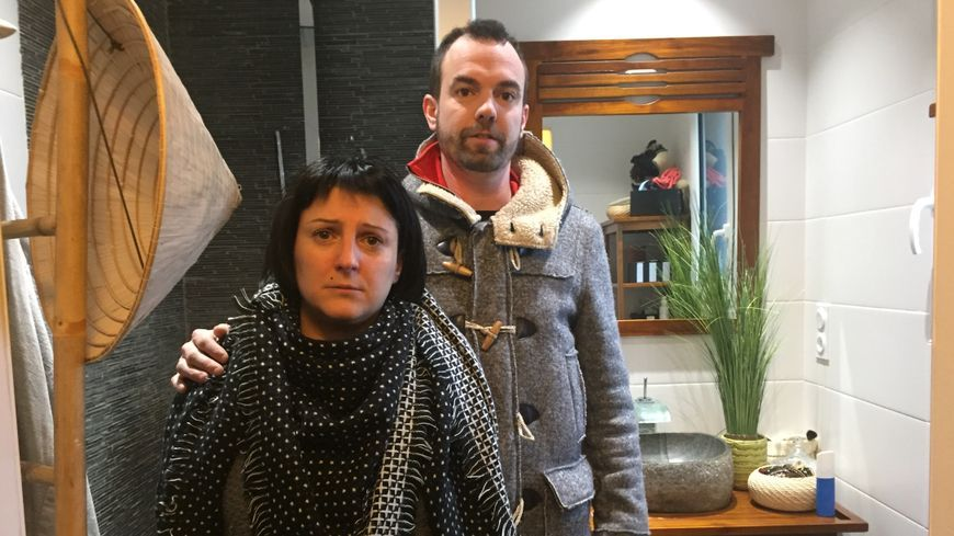 Julien et Marina Mahroug sont bouleversés par le saccage de leur maison.