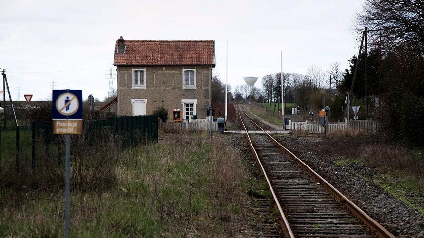 Les petites gares sans personnel pourraient être surveillées par des facteurs.