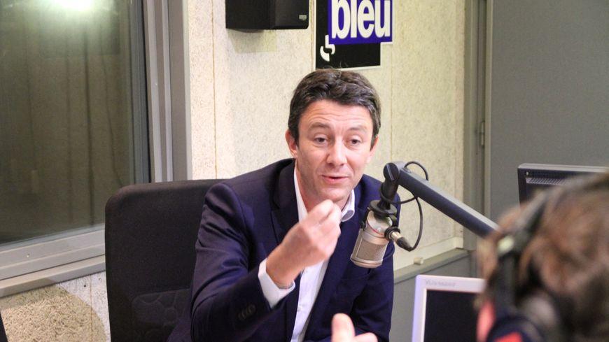 Le porte-parole du gouvernement Benjamin Griveaux dans les studios de France Bleu Pays Basque, le 30 novembre 2018.