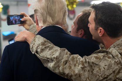 Un selfie avec Donald Trump, lors de la visite du Président américain sur une base américaine en Irak, au lendemain de Noël.