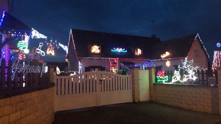 Depuis 15 ans, les Serizay et Pouteau décorent leurs maisons ensemble pour Noël