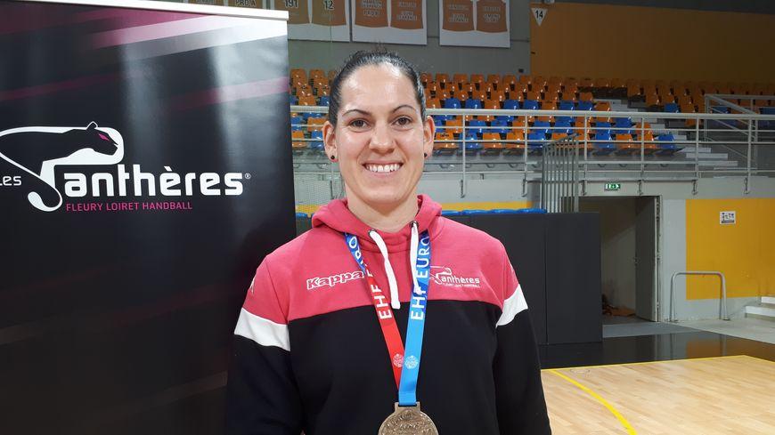 Alexandra Lacrabère retrouve son équipe de Fleury-les-Aubrais après avoir conquis le titre de championne d'Europe
