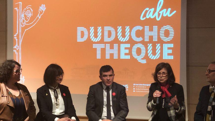 le maire de Chalons-en-Champagne Benoist Apparu aux côté de Véronique Cabut lors de l'inauguration de la Duduchotèque.