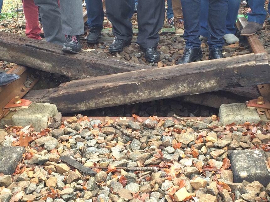 Des traverses de bois ont été placées sur les rails à hauteur de Saillat-sur-Vienne (Haute-Vienne)