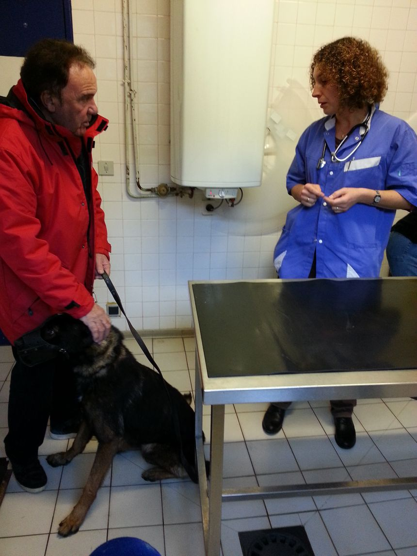 Pierre Porterat avec l'une des vétérinaires en visite à la SPA de St Etienne