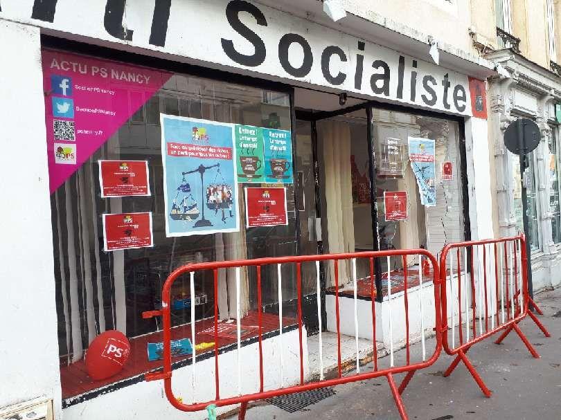 Des barrrières de sécurité ont été mises en place devant le local avenue du Général Leclerc