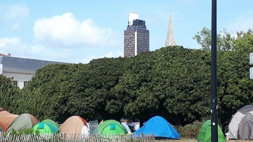 Le campement situé square Daviais à Nantes.