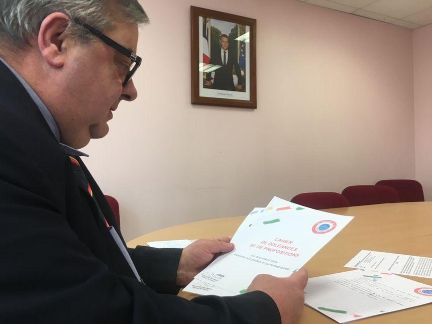 Selon Jean-François Lemesle, maire de Cliponville, 15 personnes sont venues écrire dans le cahier