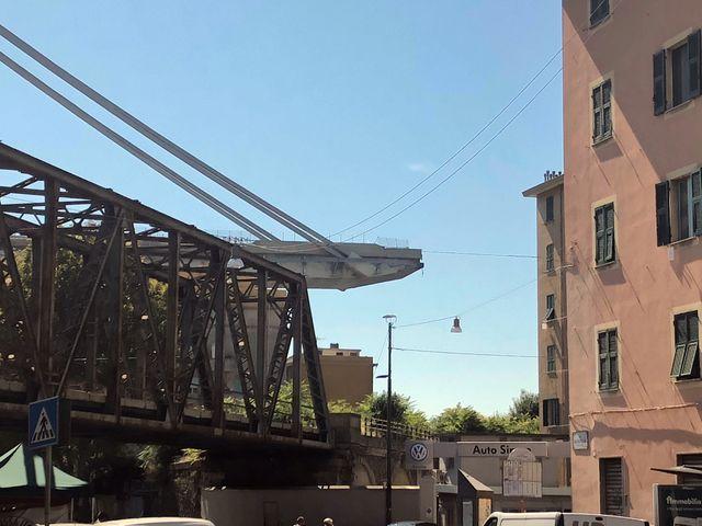 Les immeubles situés en zone noire, côté Est du pont, voués à la destruction, quartier Certosa à Gênes.