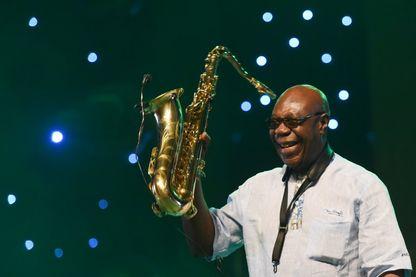Emmanuel N'Djoke Dibango, alias Manu Dibango, axophoniste et chanteur franco-camerounais de world jazz.