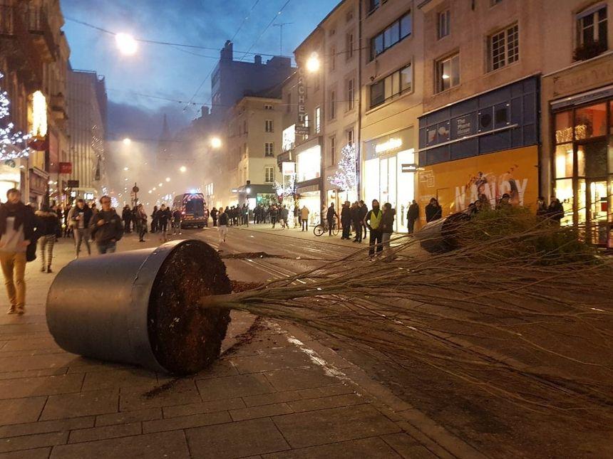Du mobilier urbain dégradé