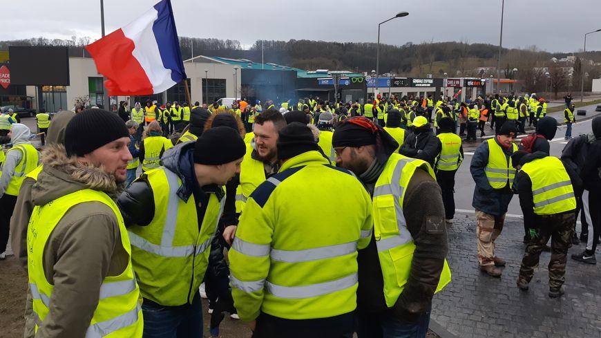 la manifestation du 8 décembre des gilets jaunes à Longeville-Lès-Saint-Avold.