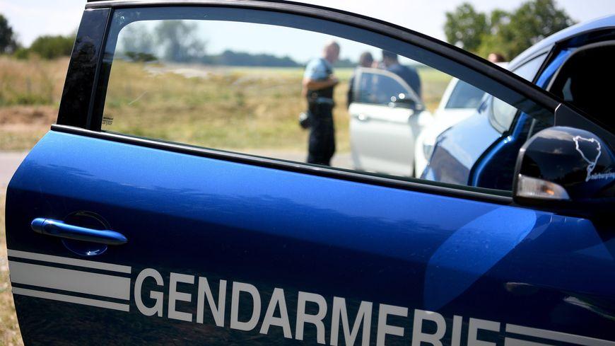 Les gendarmes recherchent activement l'agriculteur.