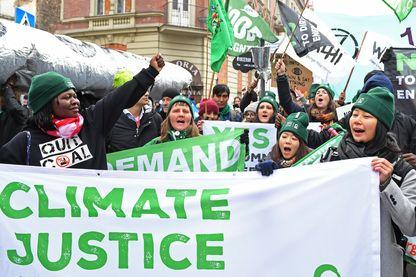 Des manifestants écologistes à la COP24 à Katowice