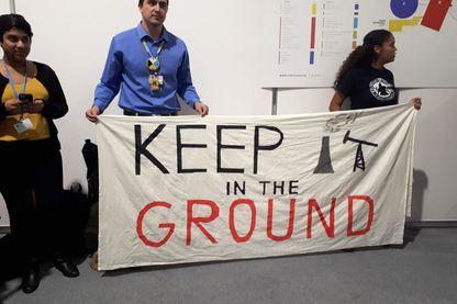 """""""Que voulons nous ? La justice climatique"""" Manifestation des militants après avoir été expulsés de la la conférence sur le climat."""