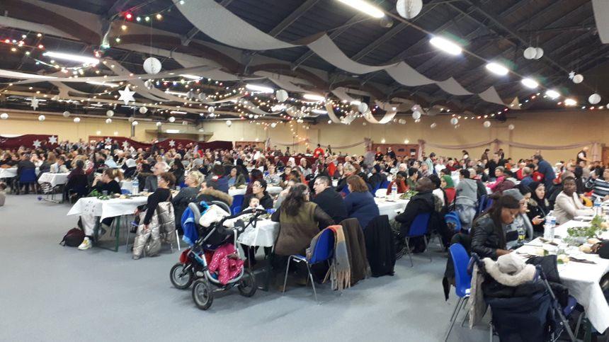 La salle s'est bien remplie pour ce Noël du coeur