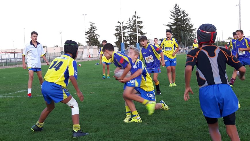 L'apprentissage du plaquage à l'école de rugby de l'ASM