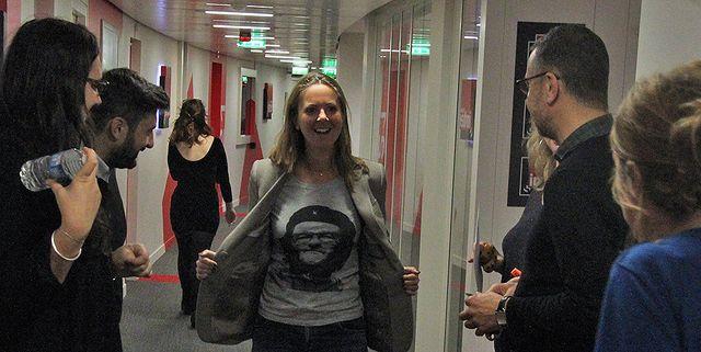 Charline entouré de Juliette Hackius, Mathieu Sarda, Marie-Pierre Planchon, cachée par Mathieu Vidard et Léa Salamé