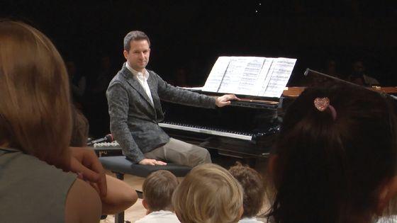 Le pianiste Bertrand Chamayou lors des Enfantines, concert pour le jeune public. Enregistré le 6 octobre 2018 à la Maison de la Radio