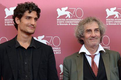 Le réalisateur français Philippe Garrel avec son fils l'acteur français Louis Garrel pendant la 70ème édition du Festival du film de Venise le 5 septembre 2013
