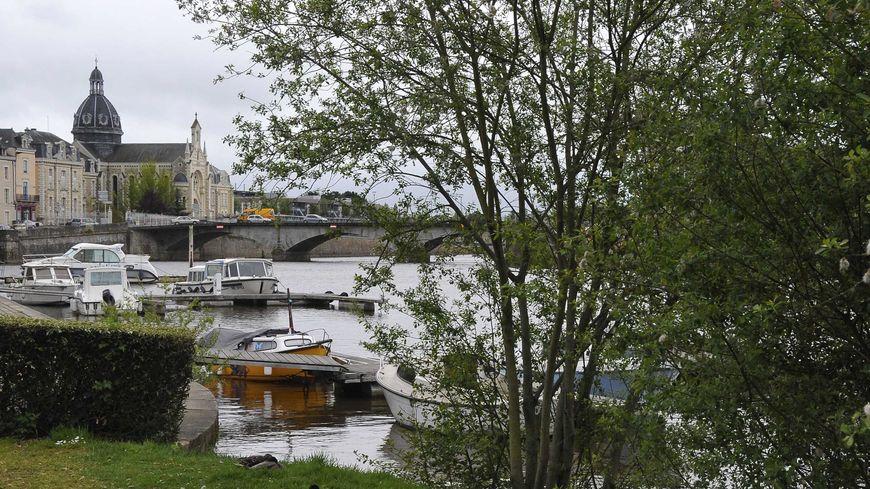 Le port de Château-Gontier, sur la Mayenne.